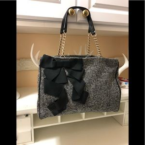 Katie spade beautiful bag with chain and black bow
